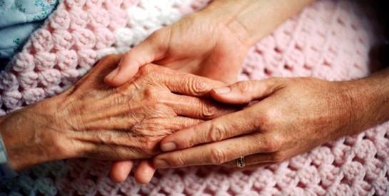 Un couple marié depuis 71 ans meurt à cinq jours d`intervalle après avoir contracté le coronavirus