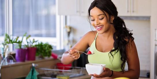 Alimentation anti-cellulite : quels fruits, boissons et protéines manger ?