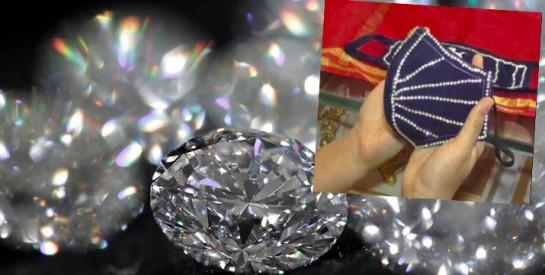 Coronavirus : En Inde, une bijouterie vend des masques ornés de diamants