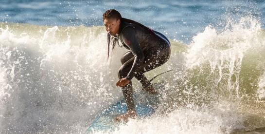Khadjou Sambe, 1ère femme sénégalaise à devenir surfeuse professionnelle