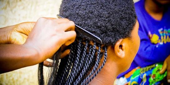 Tchad : beaucoup de femmes ne se tressent plus à la mode africaine