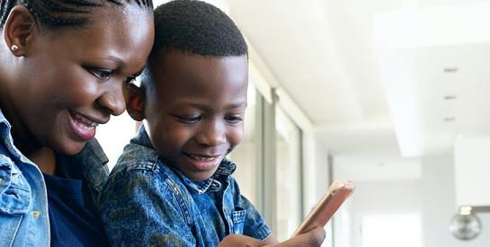 Accompagner son enfant sur internet : 10 conseils aux parents