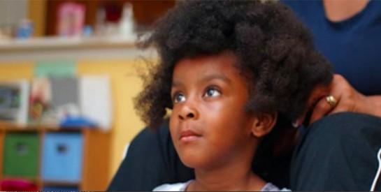 Cheveux enfant : 3 tips à connaître pour en prendre soin comme une pro