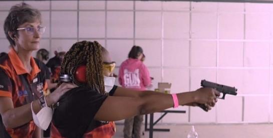 Afrique du Sud : des femmes à l`école des armes à feu