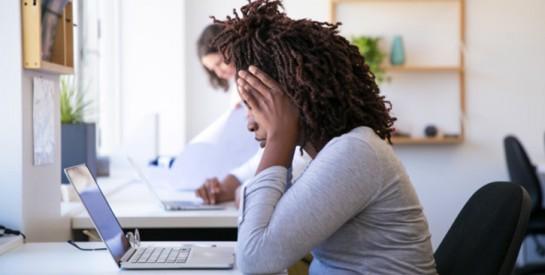Fatigue oculaire numérique : 10 étapes pour ne plus avoir mal au yeux
