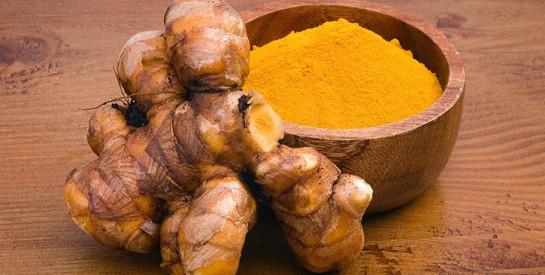 Thé, curcuma, grenade... ces aliments qui vous aident à vous soigner