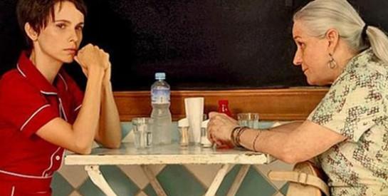 Résumé Avenida Brasil, Episode 13 - 14 : Carlitos parvient à convaincre Alexia de ne rien dire à ses deux épouses