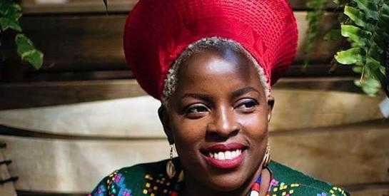Nadeen Mateky, la référence du cheveu afro