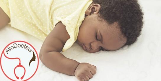 Est-ce normal pour un bébé de 5 mois d'avoir des pertes blanches ?