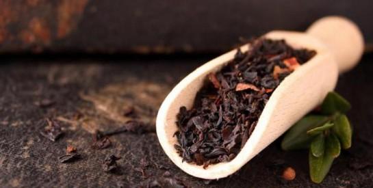 Le thé noir, ce seul remède est super efficace contre la transpiration excessive