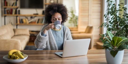 Pourquoi faut-il éviter de boire son thé à jeun ?