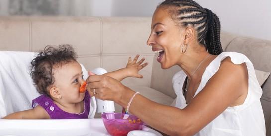 Cinq astuces pour bien faire manger bébé