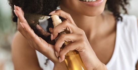 Comment utiliser l'huile de carapate pour fortifier les cheveux crépus, secs ou fourchus