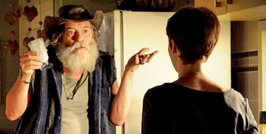 Résumé Avenida Brasil, Episode 77 - 78 : Nilo arrive à l'improviste dans la chambre de Nina
