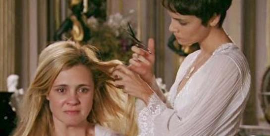 Résumé Avenida Brasil, Episode 81 - 82 : Carmina raconte à Nina qu'elle s'inquiète du retour de Rita