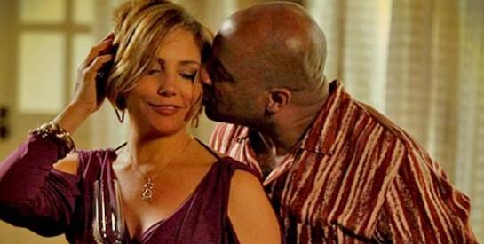 Résumé Avenida Brasil, Episode 97 - 98 : Le père Solano parle à Silas et à Monalisa de leur mariage