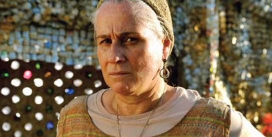 Résumé Avenida Brasil, Episode 101 - 102 : Lucinda va voir Carmina et l'avertit que Jorgito fait des recherches sur son passé