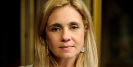 Résumé Avenida Brasil, Episode 121 - 122 : Carmina est persuadée que Tifon a gobé ses mensonges