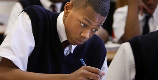 Comment remonter le moral de son ado après un échec scolaire ?