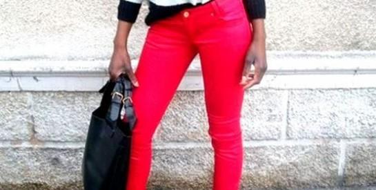 Le jean rouge, un habit très tendance!