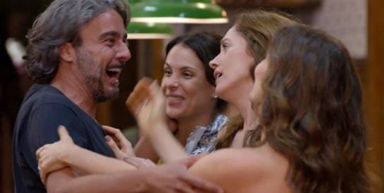 Résumé Avenida Brasil épisode 289-290 : Carlitos raconte à Alexia qu'il a de l'argent en Suisse
