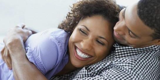 Couple : surveiller son partenaire sur Facebook est source de stress!