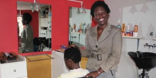 En Côte d'Ivoire, la tendance « nappy » fait des progrès parmi les élites