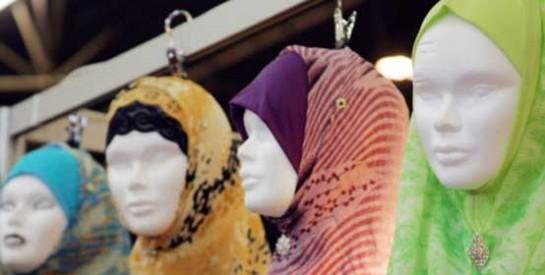 Quand le foulard s'allie à la mode occidentale