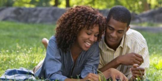 Côté amour : quelles limites les parents doivent-ils fixer à leurs ados?